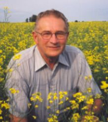 percy schmeiser: sued by monsanto over patented gm canola found in his field